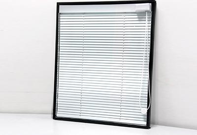 Пластиковые окна со встроенными жалюзи